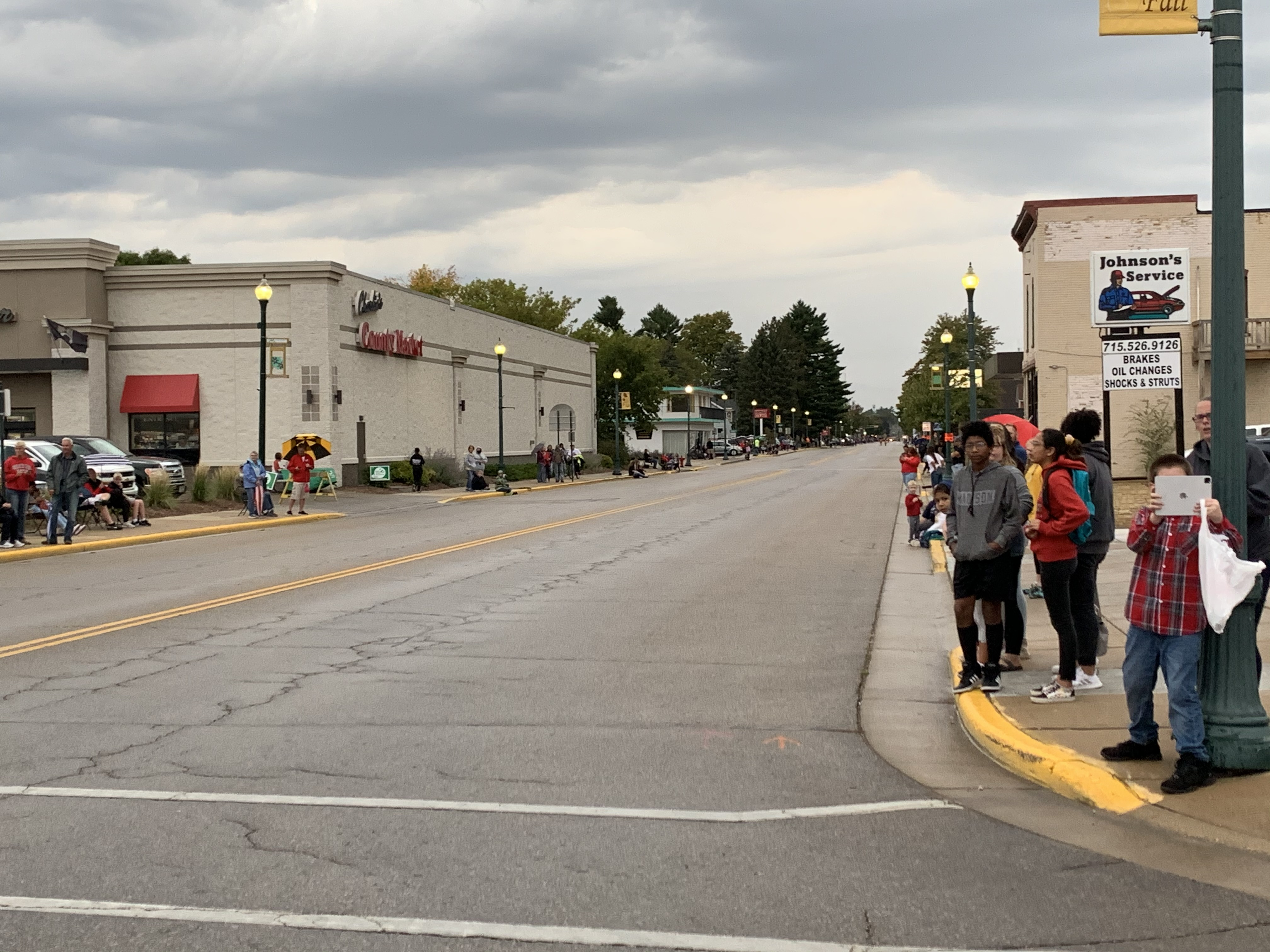 Shawano homecoming parade visitors wait in anticipation on Main Street before participants of the parade pass through.Luke Reimer   NEW Media